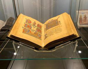 Безценното творение на средновековното книжовно изкуство – Томичовият псалтир, пристигна в България