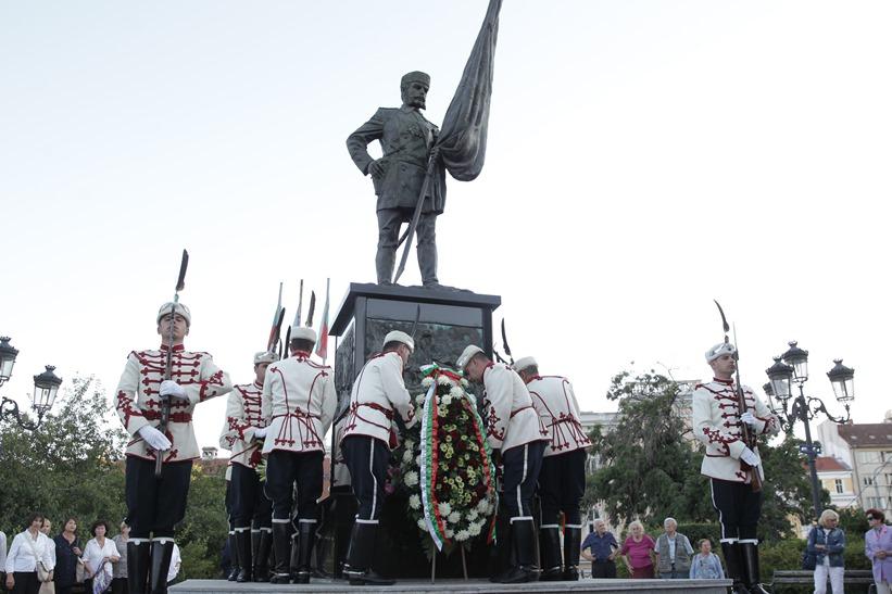 Илияна Йотова - Паметник на опълченците - годишнина