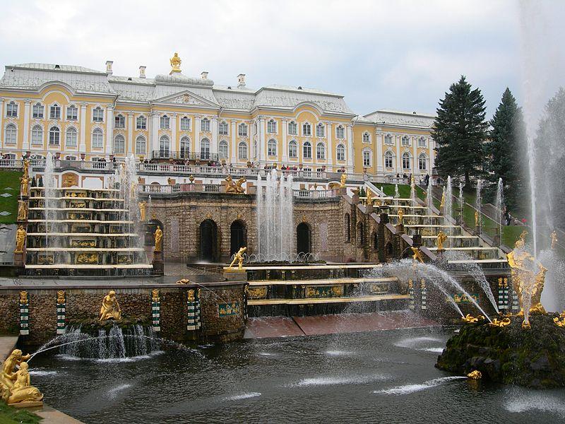 Дворци,  завърнали се от войната. Освобождението на Петерхоф от немска окупация
