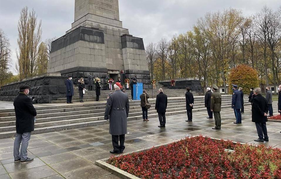В Берлин почетоха паметта на съветските воини по случай отбелязвания в Германия Ден на народната скръб