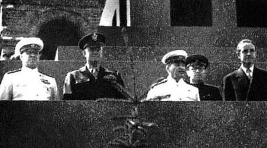 Айзенхауер – 5 часа до Сталин на мавзолея