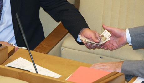 В Русия чиновник е наказан с рекордна глоба за рушвет