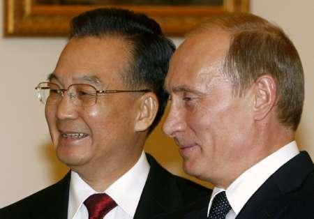 САЩ започват да се въртят около оста Москва-Пекин