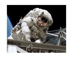 Руски астронавти поставиха рекорд за най-дълго пребиваване в открития космос