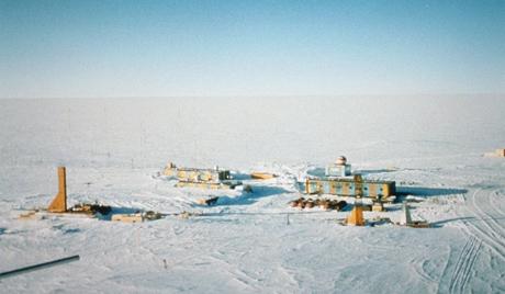 Руските полярни изследователи събират космически прах