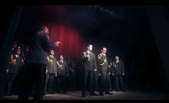 "Руски милиционери пеят Get lucky на ""Дафт пънк"""