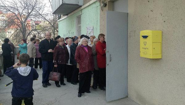 В Крим започнаха да раздават пенсии в рубли