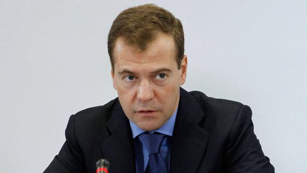 Медведев: на Русия е необходима една силна Украйна