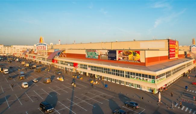 В Москва около 1,000 души били евакуирани от търговски център