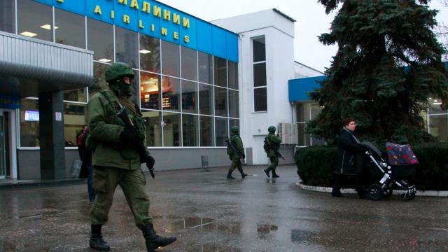 В Крим махат маските