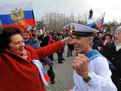 Концертът в Симферопол по повод кримския референдум приключи, но празненствата продължават по улиците на града