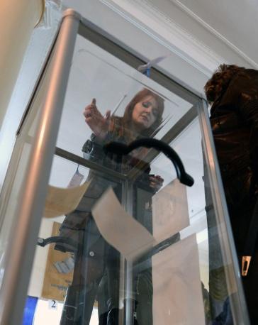 Чуждeстранните наблюдатели отбелязват активно участие на младежта в гласуването за статута на Крим