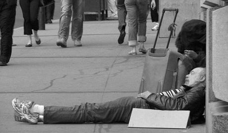 В Москва за бездомните ще издадат справочник по оцеляване