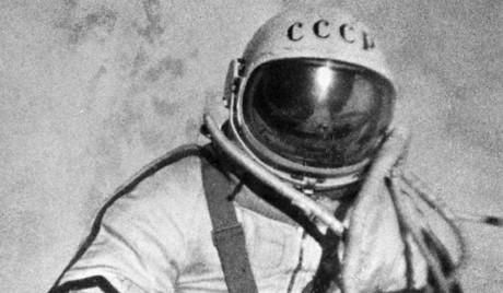 Преди 49 години човек за първи път излезе в открит космос