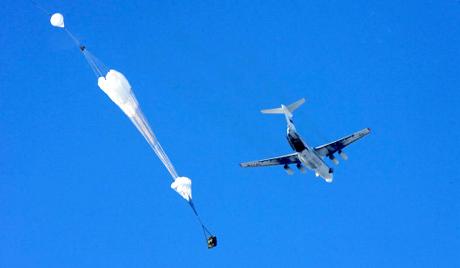 Русия демонстрира парашутния десант
