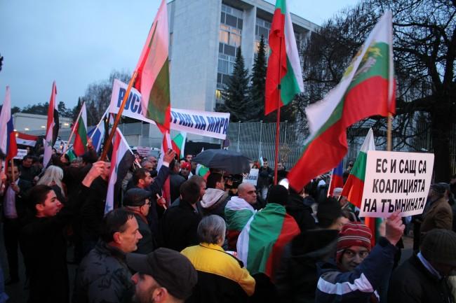 Митинг в подкрепа на Русия се проведе пред Руското посолство в София