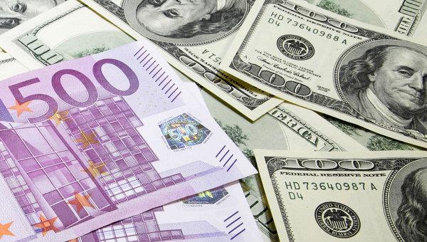Официалният курс на еврото и долара спрямо рублата падна