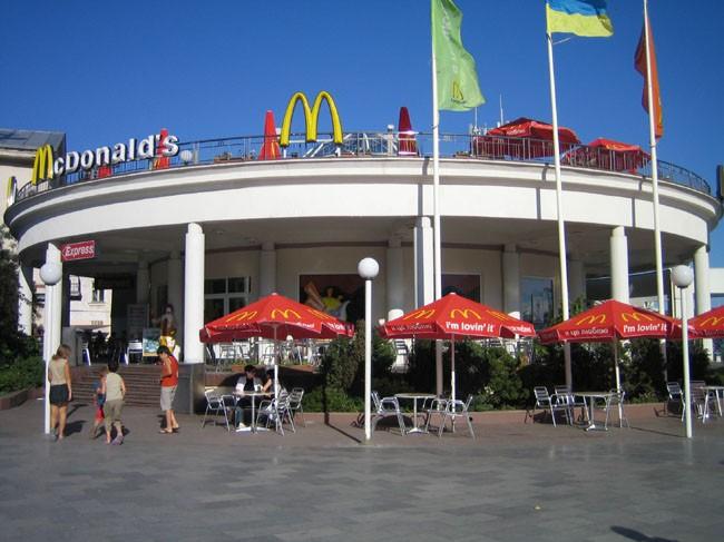 """Крим осигурява работа на уволнените от """"Макдоналдс"""""""