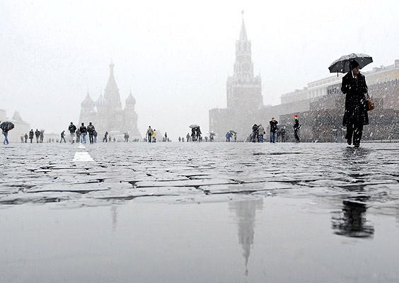 Времето в Русия не спира да изненадва