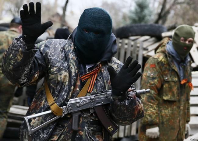 В Славянск се чува стрелба, има убити