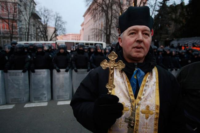 Украински свещеници разказват за заплахите срещу тях