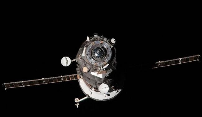 """""""Прогрес М-21М"""" започна корекция на орбитата на МКС"""