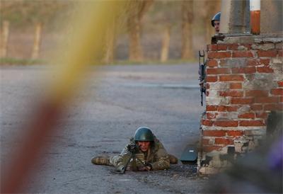 И Путин предупреди: Украйна е на ръба на гражданска война