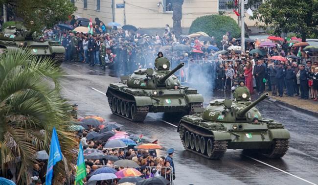 """Бронирани коли """"Тайфун-К""""  в парада на Победата"""