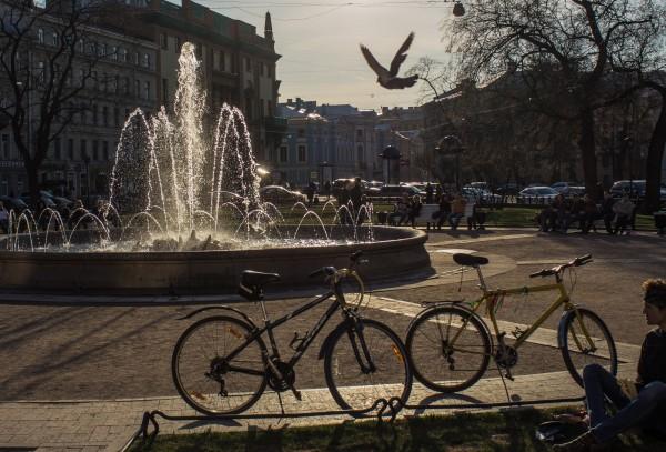 В Санкт Петербург откриха сезона на фонтаните