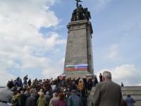 Приятели на Русия отбелязаха 9 май пред Паметника на Съветската армия