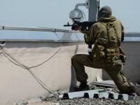 Украински военни бомбардират летището в Донецк. Свален е хеликоптер