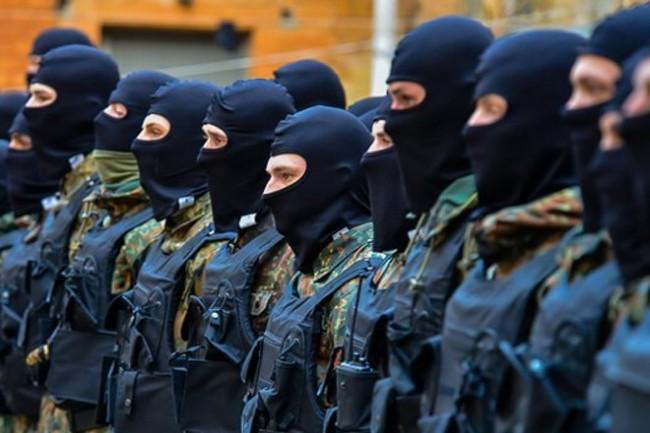 """Украински депутат призна, че половината бойци от батальона """"Азов"""" са бивши престъпници"""