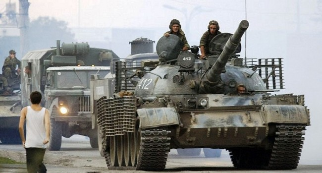 В Луганск влезе военна техника на международни антифашистки доброволци (ВИДЕО)