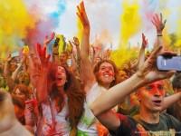 """В Москва се състоя фестивалът на цветовете """"Холи"""""""