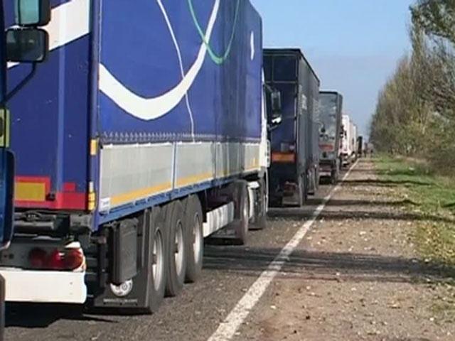 Десетки  камиони не могат да напуснат Украйна на границата с Крим
