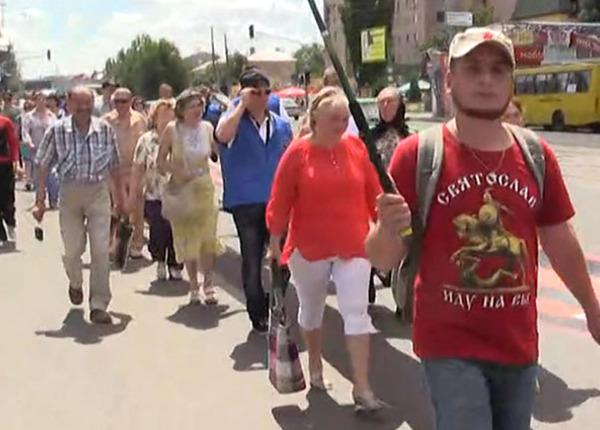 Жителите на Луганск протестираха срещу военните действия в региона