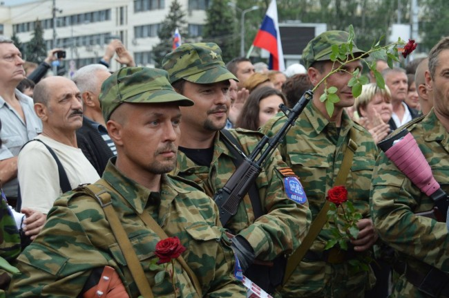Миньори и работници се вдигнаха на оръжие в ДНР