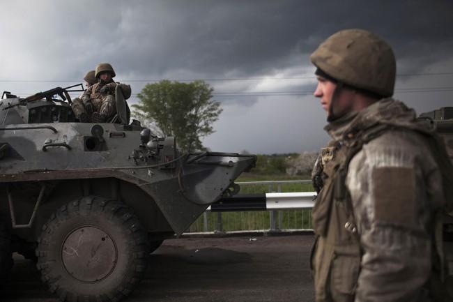 Украинската гранична служба: Русия продължава да придвижва военна техника към границата