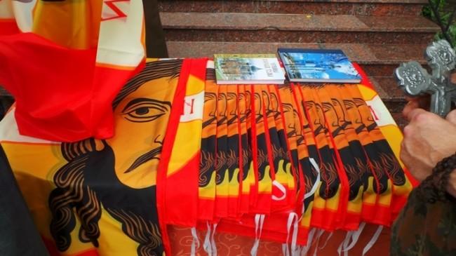 В Донецк осветиха древноруското знаме с образа на Спас Неръкотворни за армията на Новорусия