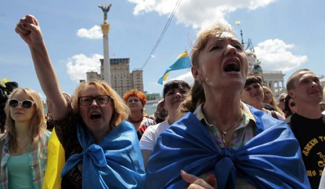 Роднини на украински войници протестират пред президентството в Киев
