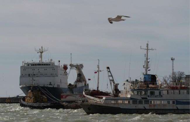 Украйна възнамерява да затвори пристанищата на Крим за международно корабоплаване