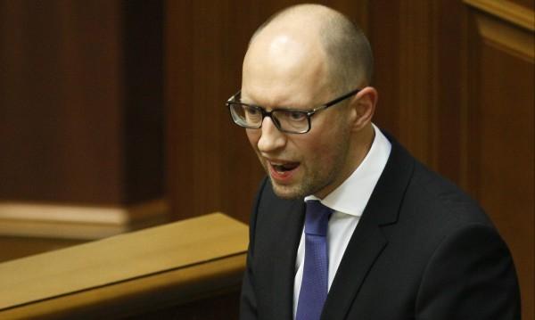Върховната рада се разпуска, Яценюк подаде оставка