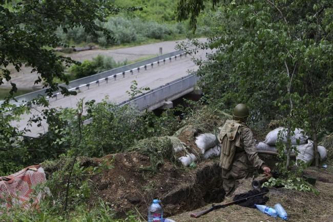 Украински военни се опитват да излязат от обкръжението до Луганск