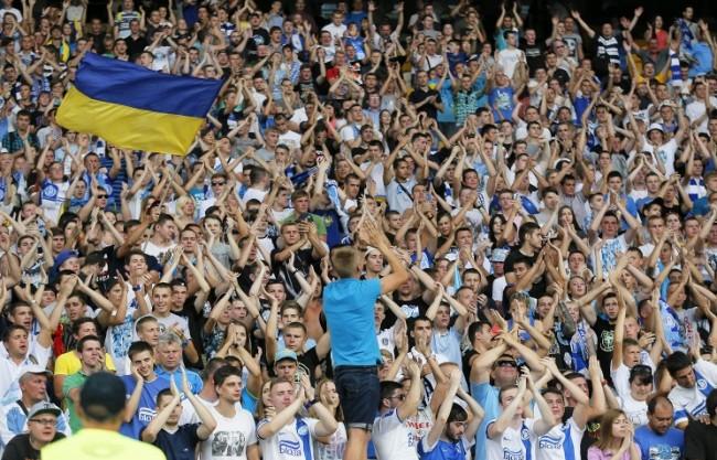 Украински и датски футболни фенове се сбиха заради руското знаме