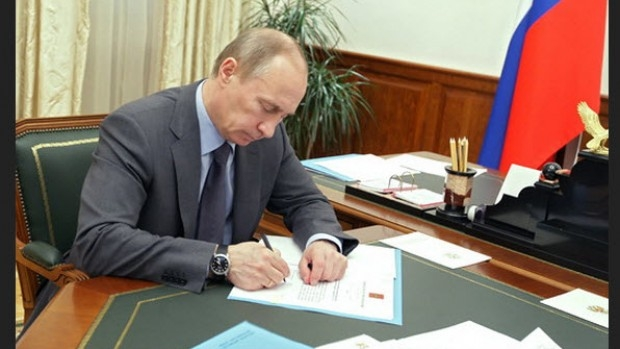 Президентът Путин подписа закон, който предвижда затвор за призиви към екстремизъм по интернет