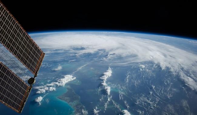 """Орбитата на МКС е """"вдигната"""" с един километър"""