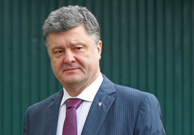 Порошенко разпусна парламента, притеснен от втория руски конвой
