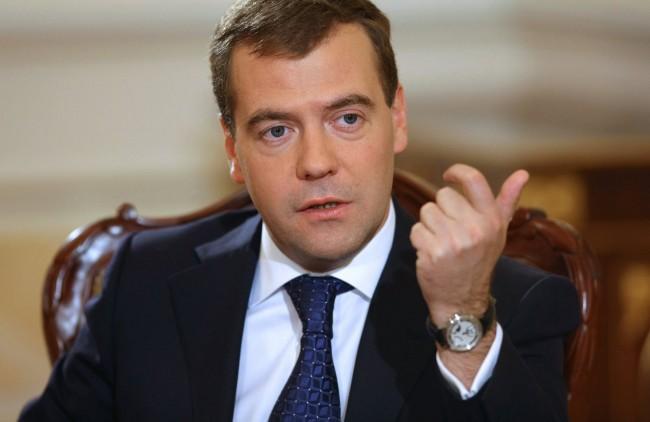 Дмитрий Медведев задължи руските министри да посещават Крим