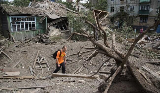 Опълченците обвиняват украинските сили в обстрела на градове в Донбас