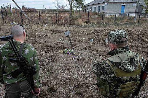 Премиерът на ДНР: в масовите гробове край Донецк са открити 40 тела
